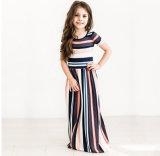 La banda di modo ha pieghettato il vestito dalla ragazza per l'abbigliamento dei bambini