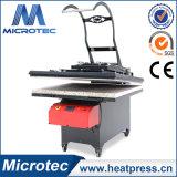 La machine à haute pression de presse de la chaleur avec l'automobile ouverte et glissée à l'extérieur fonctionnent