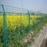 金網の塀の工場によって溶接される金網の塀のPVCによって塗られる溶接された囲うこと