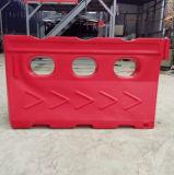 赤い回転プラスチック水によって満たされる障壁の路傍の障壁