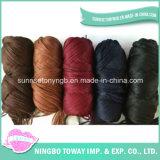 Acrílico do poliéster que tece tricotando manualmente o fio do cabelo de lãs