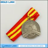 熱い販売の旧式な銀製のフットボールの金属のスポーツ・イベントカスタムメダル硬貨の記念品