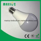 Bulbos do diodo emissor de luz de A60 E27 7W com 100lm. Lúmen elevado de W