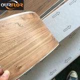Strato autoadesivo delle mattonelle di pavimentazione del vinile del PVC/PVC con l'autoadesivo di auto