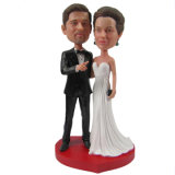 カスタマイズされた夫および妻のBobbleheadのカップルのウエディングケーキの上層