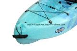 Le plastique simple de kayak de pêche de Pro-Pêcheur neuf se reposent sur le premier kayak de tourisme