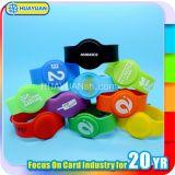 Bracelet intelligent personnalisé de bracelet de silicones de l'IDENTIFICATION RF S70 classique de MIFARE estampé par logo