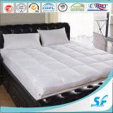 羽の盛り土のマットレスの上層のベッドのマットレスパッドの下で防水しなさい