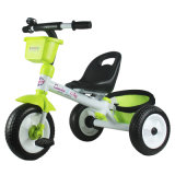 O carro das crianças da aprovaçã0 En71 caçoa o triciclo (H6595056)