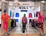 귀여운 사춘기 소녀 열 내복이 여자 복서에 의하여 최신 판매 농담을 한다