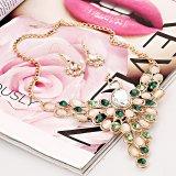 着色された宝石用原石覆われた方法孔雀文のネックレスの宝石類