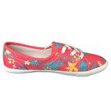 Pinkfarbener rosafarbener Blumen-Muster-flacher Dame-Segeltuch-Beleg auf Schuhen