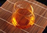 창조적인 손은 도매업자를 위한 유리제 차잔 대가 없는 포도주 잔을 만들었다