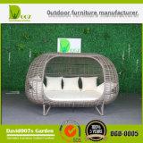 PEの藤の屋外のテラスの家具の二重ベッドの柳細工のSunbedの寝台兼用の長椅子のホテルのプロジェクト