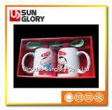 A caixa de presente acopla a caneca de café com a colher de Qlb029