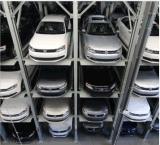 Возмужалый технически подъем и двигает оборудование стоянкы автомобилей с Ce