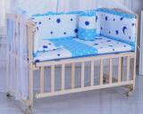 Festes Kiefernholz-Baby-Bett