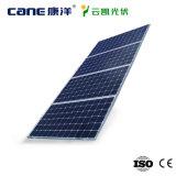 Un pannello solare policristallino da 300 watt di PV di alta efficienza