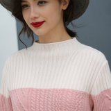Повелительницы фасонируют длинний свитер пуловера типа