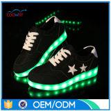 ベストセラーの明るい人の靴偶然LEDは靴をつける