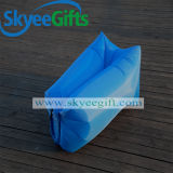 屋外の走行のスリープの状態である空気膨脹可能で不精な袋の空気ソファーベッド