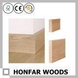 建築材料の上の四分の一の円形木幅木