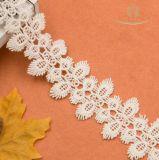 高品質の刺繍によって刺繍される綿のレースのトリム