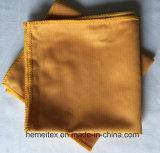 Microfiberタオルかガラスのタオルまたは布