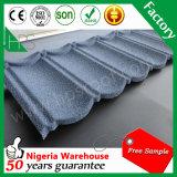 Prix usine classique de tuile de toiture en métal d'enduit de pierre de matériau de construction