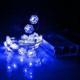 A corda a pilhas das luzes dos flocos de neve da decoração do AA ilumina o azul