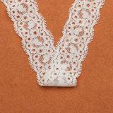 衣服のための2.8cmの白カラー普及したデザインによってスカラップで仕上げられる花の堅いレース
