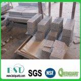 Mann bildete Granit-Quarz-Stein für KücheCountertop