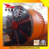 Neuer Bau legt das Rohr einen Tunnel an, das Maschine hebt