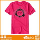 t-셔츠를 달리는 여자의 다채로운 스포츠