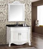 Assoalho simples que está a vaidade do banheiro da madeira contínua