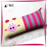Милая напечатанная свинья и шелк вышивки заполнили подушку детей перемещения