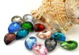 空想によって切られる白い水晶涙の形は石に玉を付ける