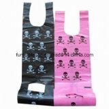 Cuatro bolsos de la camiseta del HDPE del color
