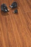 revestimento de madeira de madeira laminado U-Grooved gravado HDF da noz do vinil de 8.3mm