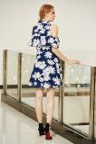 A impressão floral grande trata o vestido dianteiro do baile de finalistas de Placket da luva de Smocking