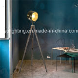 2017년 포도 수확 스포트라이트 모양 Wood&Steel 삼각 서 있는 전기 스탠드 중국 공급자