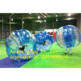 屋外の豊富な球、泡サッカーボールの人間の大きさで分類されたサッカーの泡球