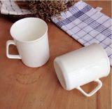 Taza blanca llana de cerámica de la fábrica al por mayor de Hunan con insignia modificada para requisitos particulares