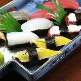 De gebruikte Bal die van de Rijst van de Sushi van Japan Tomoe Machine maken