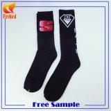 Gekämmte Baumwollbasketball-kundenspezifische Socken mit preiswerterem Preis