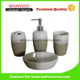 El color verde esmaltó el conjunto de cerámica del cuarto de baño del dispensador del jabón de 4 pedazos