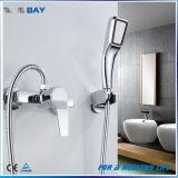 中国の単一のレバーの手のシャワー・ヘッドが付いている真鍮の浴槽の蛇口のミキサー