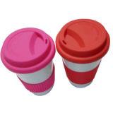 Tasse de café avec le couvercle de silicones avec l'impression de logo