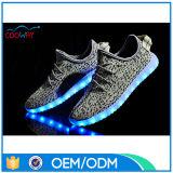 La comodidad ligera de la manera LED del OEM de China se divierte los zapatos para el adulto
