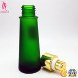 Bouteille en verre de beau givrage vert